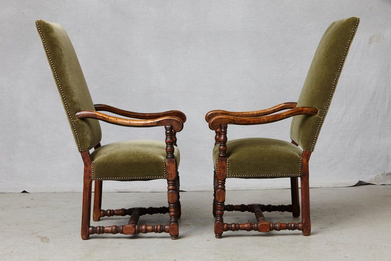Pair of French Louis XIII Style Walnut Fauteuils / Throne Chairs in Green Mohair In Excellent Condition For Sale In Weston, CT