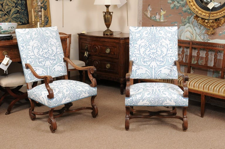 Pair of  French Louis XIV Style Walnut Armchairs, Late 19th Century For Sale 4