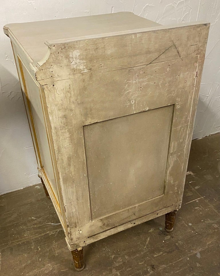 Pair of French Louis XV Paint Decorated Nightstands For Sale 1