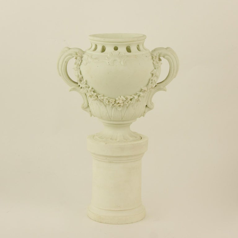 Pair of French Mid-18th Century Biscuit Porcelain Louis XV Vases and Pedestals In Good Condition For Sale In Berlin, DE