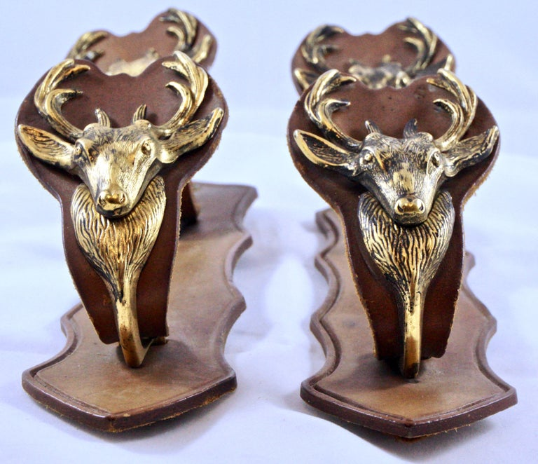 Pair of French Mid Brown Leather and Brass Deer Design Gun Racks In Good Condition For Sale In London, GB