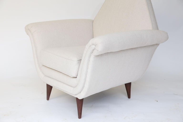 Pair of French Mid-Century Modern Chairs In Good Condition For Sale In Houston, TX