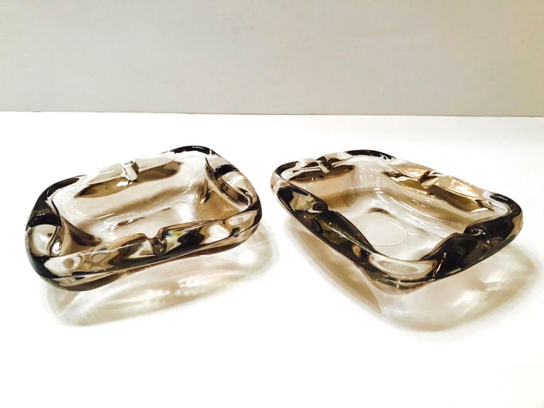 Hand-Crafted Pair of French Mid-Century Modern Smoked Glass Ashtrays, 1960s For Sale