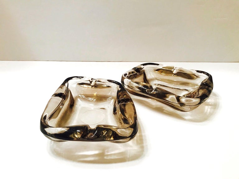 Pair of French Mid-Century Modern Smoked Glass Ashtrays, 1960s In Good Condition For Sale In Miami, FL