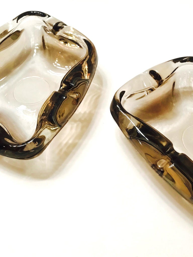 Art Glass Pair of French Mid-Century Modern Smoked Glass Ashtrays, 1960s For Sale
