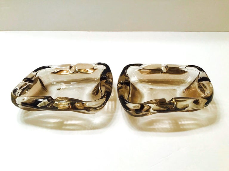 Pair of French Mid-Century Modern Smoked Glass Ashtrays, 1960s For Sale 1
