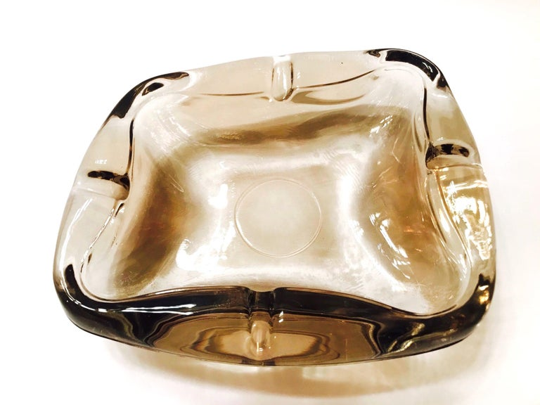 Pair of French Mid-Century Modern Smoked Glass Ashtrays, 1960s For Sale 2