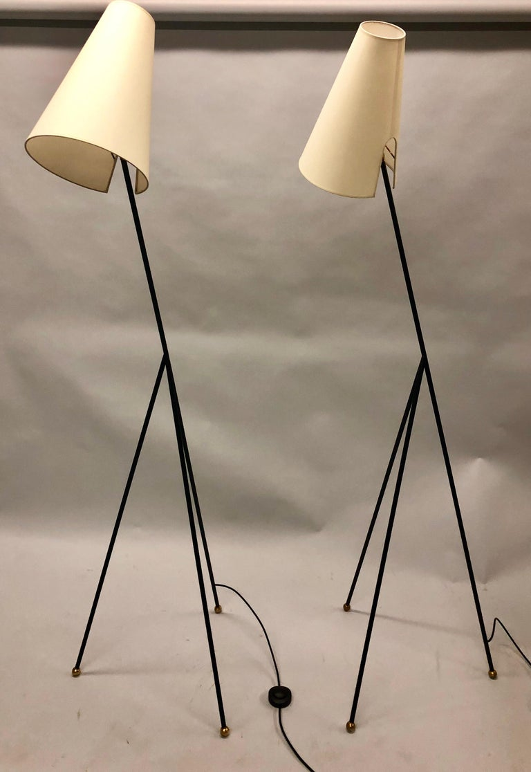 Pair of French Mid-Century Modern Wrought Iron Floor Lamps Attributed Disderot In Good Condition For Sale In New York, NY