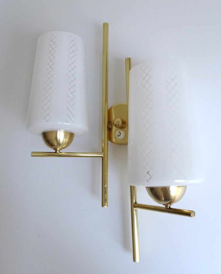 Pair of French  Midcentury Lunel Glass Brass Sconces,   Mirror Wall Lights For Sale 4
