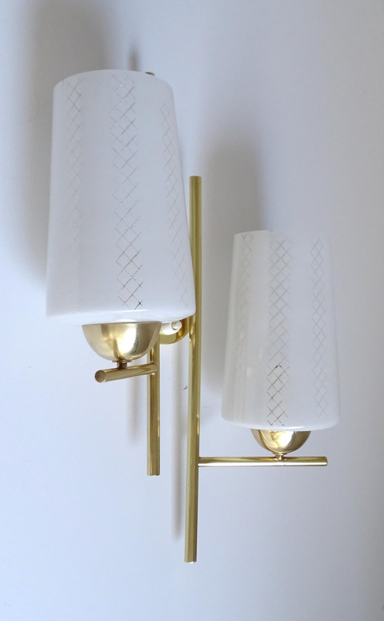 Pair of French  Midcentury Lunel Glass Brass Sconces,   Mirror Wall Lights For Sale 7