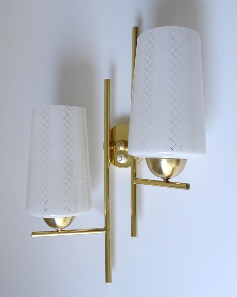 Pair of French  Midcentury Lunel Glass Brass Sconces,   Mirror Wall Lights For Sale 8