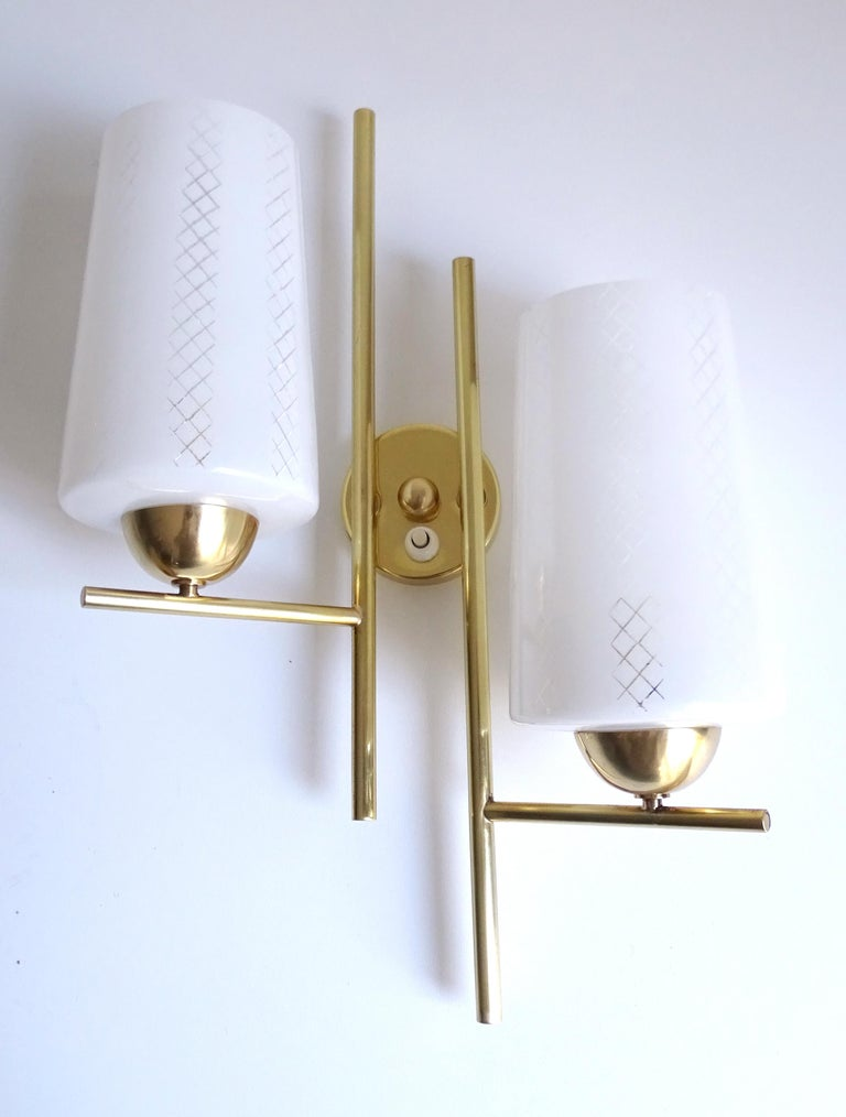 Pair of French  Midcentury Lunel Glass Brass Sconces,   Mirror Wall Lights In Good Condition For Sale In Bremen, DE