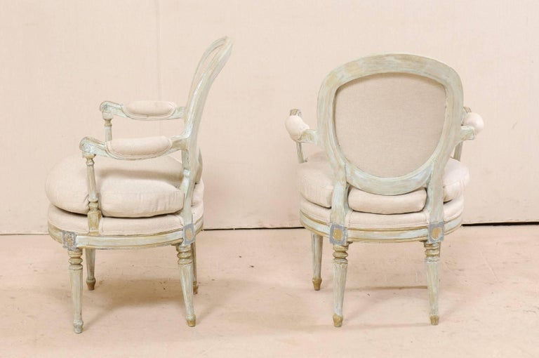 Pair of French Oval-Back Bergère Chairs with Delicately Carved Floral Motifs For Sale 4