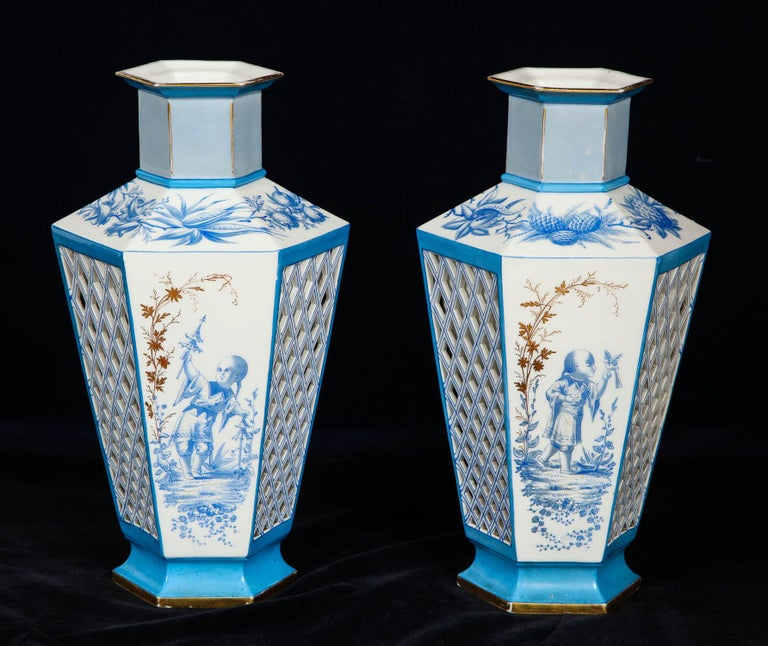 Pair of French Paris Porcelain Blue and White Chinoiserie Style Open-Work Vases In Good Condition For Sale In New York, NY