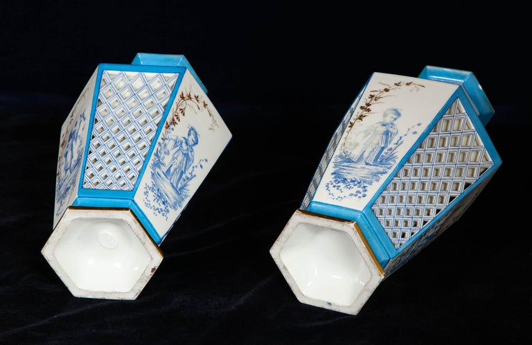 Pair of French Paris Porcelain Blue and White Chinoiserie Style Open-Work Vases For Sale 2