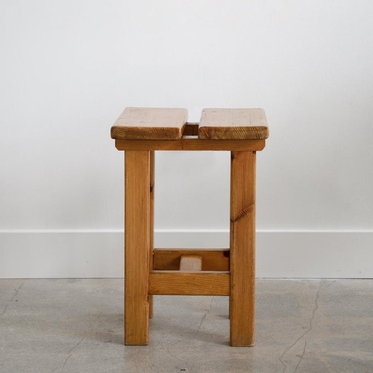 Pair of French Pine Stool in the Style of Charlotte Perriand In Good Condition For Sale In Los Angeles, CA