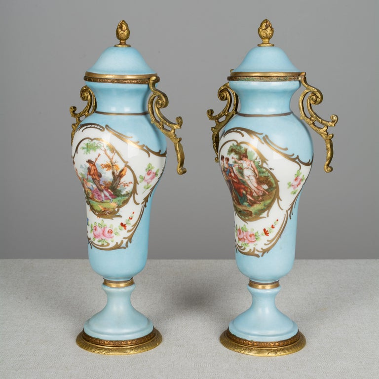Pair of French Sèvres Porcelain Urns In Good Condition For Sale In Winter Park, FL