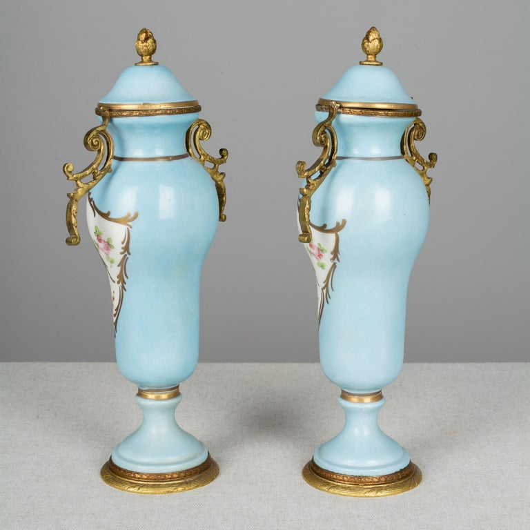 Pair of French Sèvres Porcelain Urns For Sale 1