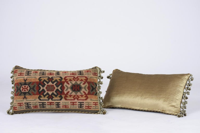 Early 20th Century Pair of French Throw Pillows For Sale