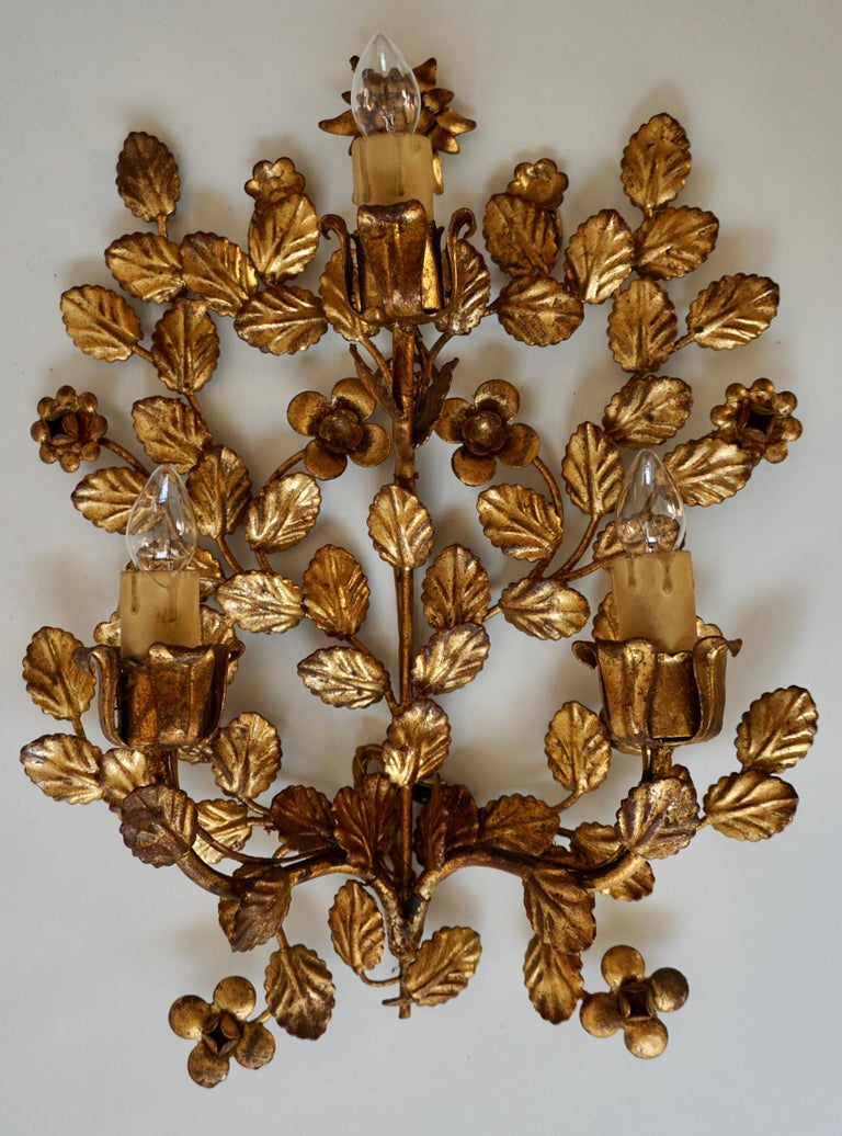 Pair of French Toleware Gilded Wall Lights In Good Condition For Sale In Antwerp, BE