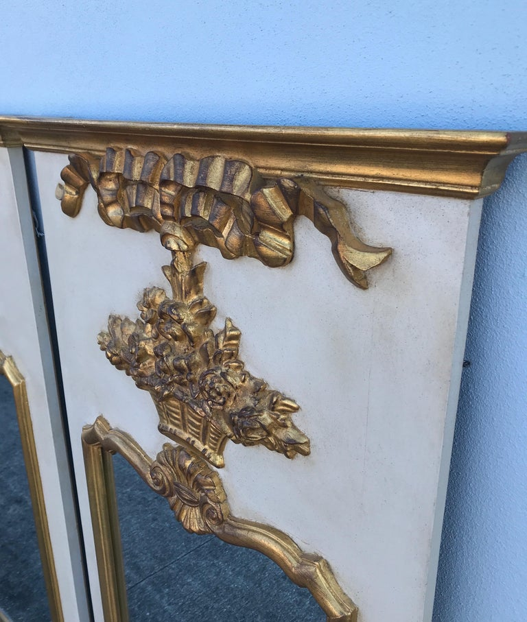 Pair of French Trumeau Style Mirrors by Carvers Guild In Good Condition For Sale In West Palm Beach, FL