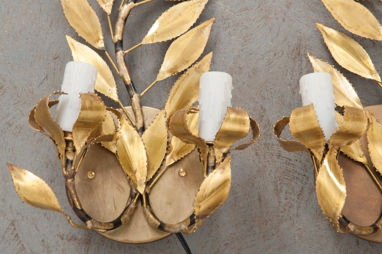 Pair of French Vintage Gilt-Brass Laurel Leaf Two-Light Sconces In Good Condition For Sale In Baton Rouge, LA