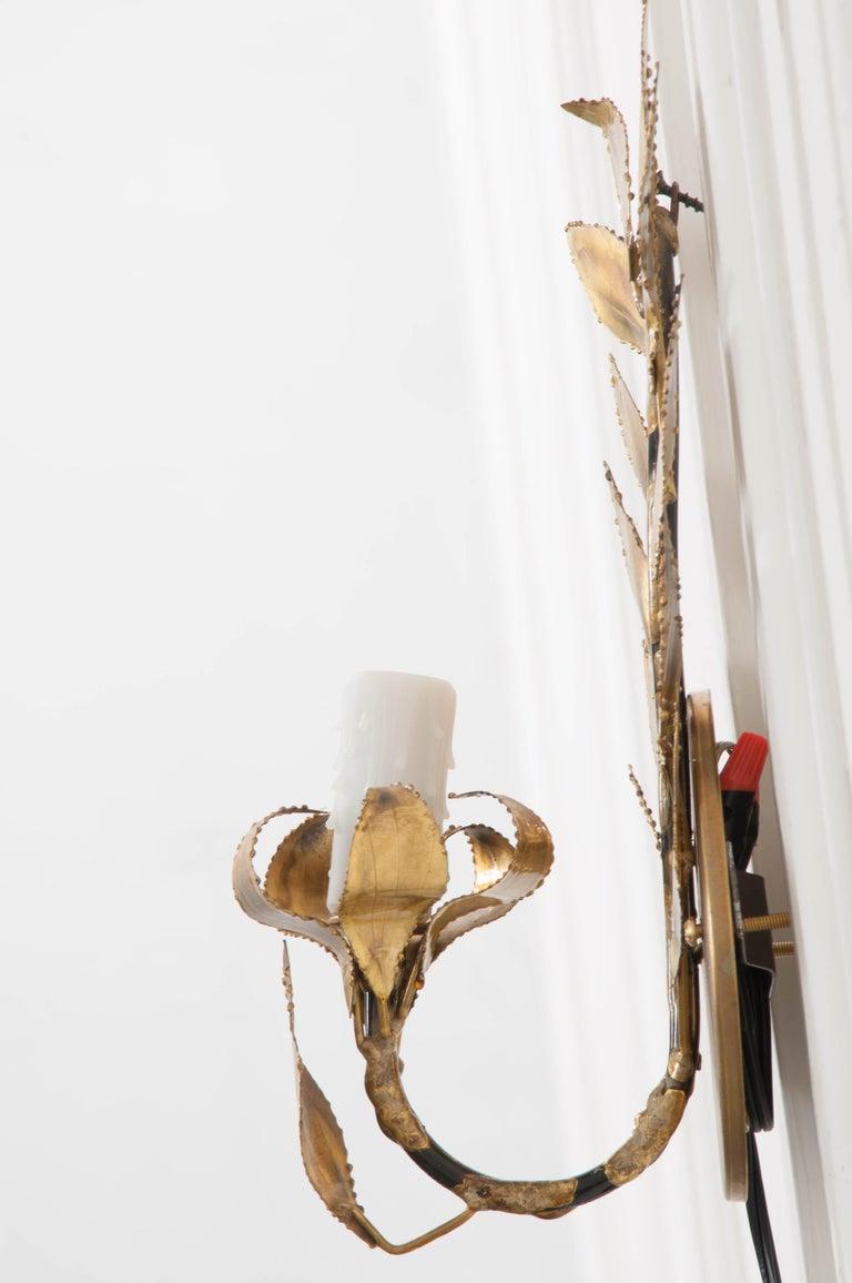 Pair of French Vintage Gilt-Brass Single-Arm Laurel Leaf Sconces For Sale 1