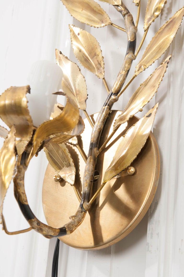 Pair of French Vintage Gilt-Brass Single-Arm Laurel Leaf Sconces For Sale 2