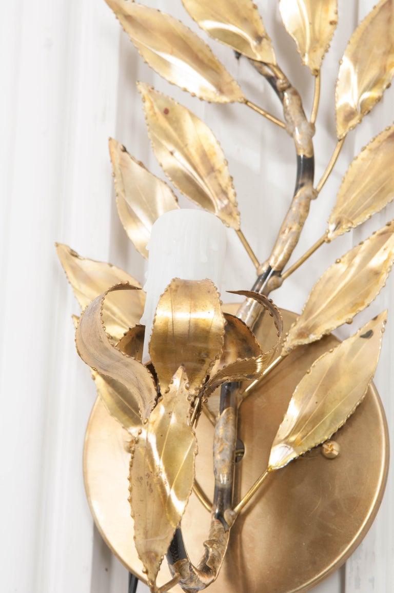 Pair of French Vintage Gilt-Brass Single-Arm Laurel Leaf Sconces For Sale 3