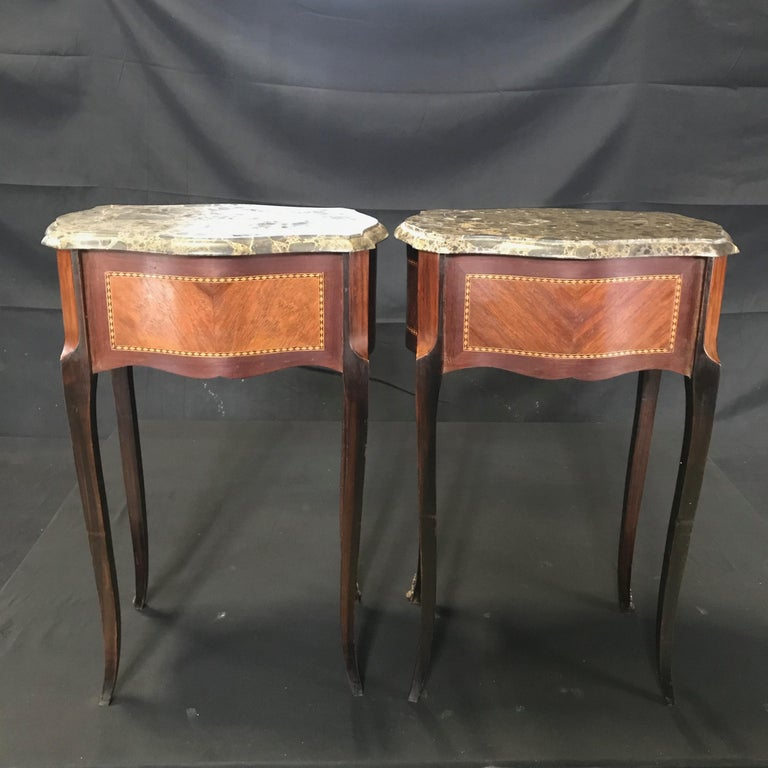 Pair of French Vintage Mahogany & Satinwood Inlay Night Stands with Marble Tops In Good Condition For Sale In Hopewell, NJ