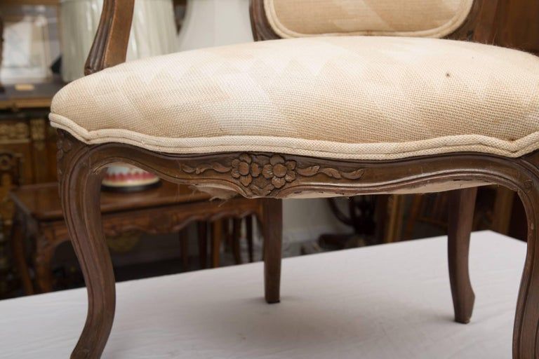 Pair of French Walnut Fauteuil Upholstered Chairs In Good Condition For Sale In WEST PALM BEACH, FL