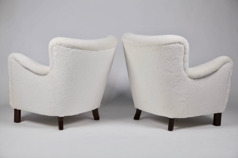 Pair of Fritz Hansen 1669 Easy Chairs For Sale 2