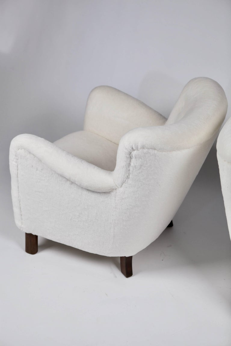 Pair of Fritz Hansen 1669 Easy Chairs For Sale 3