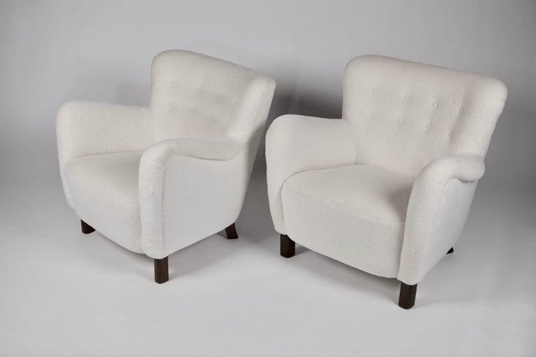 Scandinavian Modern Pair of Fritz Hansen 1669 Easy Chairs For Sale