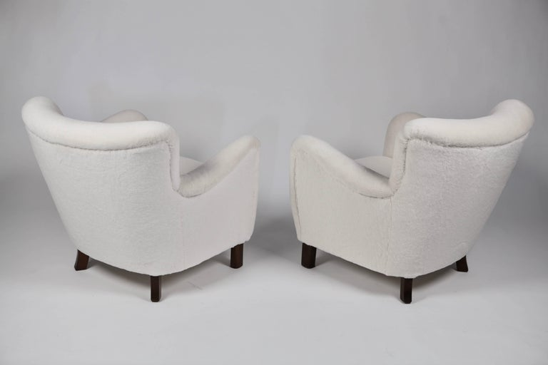 Mid-20th Century Pair of Fritz Hansen 1669 Easy Chairs For Sale
