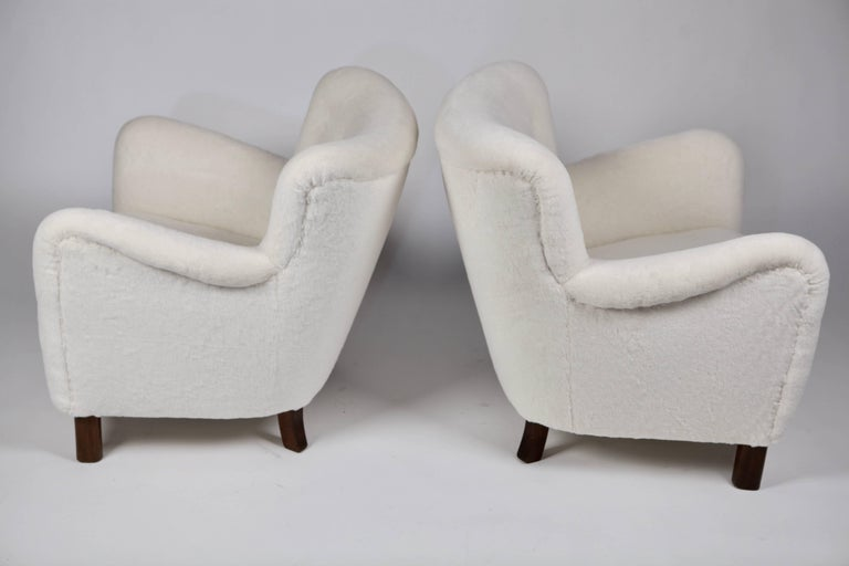 Angora Pair of Fritz Hansen 1669 Easy Chairs For Sale