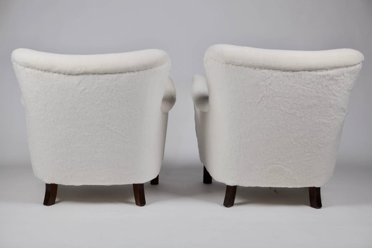 Pair of Fritz Hansen 1669 Easy Chairs For Sale 1