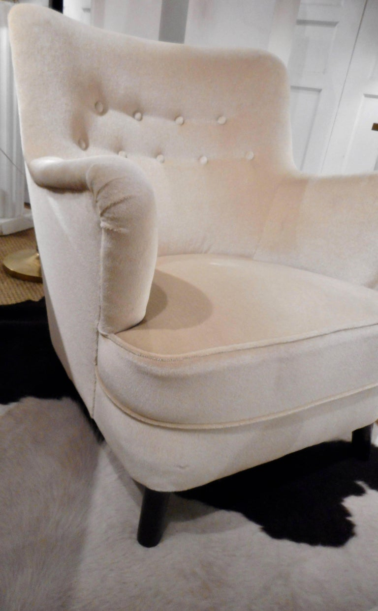 Sculptural pair of easy chairs designed by Fritz Hansen at the end of the 1940s. Original ivory velvet -mohair upholstery in perfect condition. Dark stained birch feet.