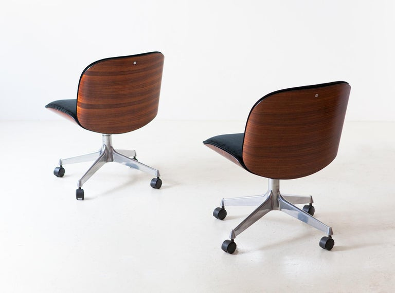 1950s Modernist swivel chairs designed by Ico Parisi and produced by M.I.M. (Mobili Italiani Moderni) Roma, Italy   Fully restored curved rosewood frame with a deep sanding of the original finishing, then a light hand of natural shellac.  Metal