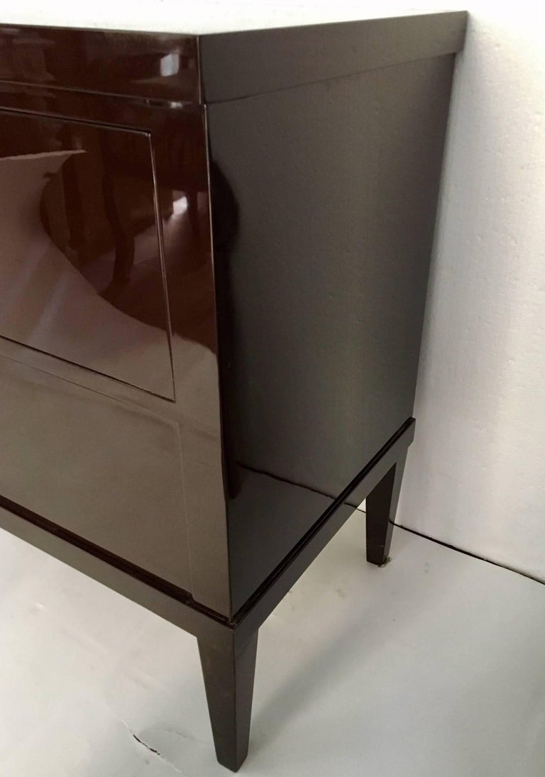 European Pair of Garnet Lacquered Bierdemeier Style Commodes or Nightstands For Sale