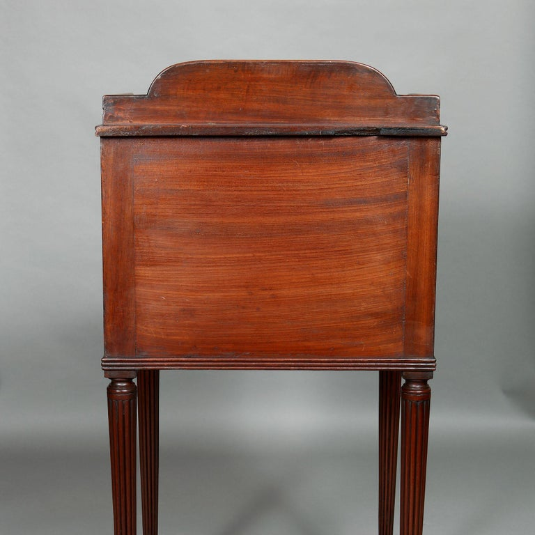 Pair of George III Mahogany Bedside Cabinet Nightstands Manner of Gillows For Sale 5