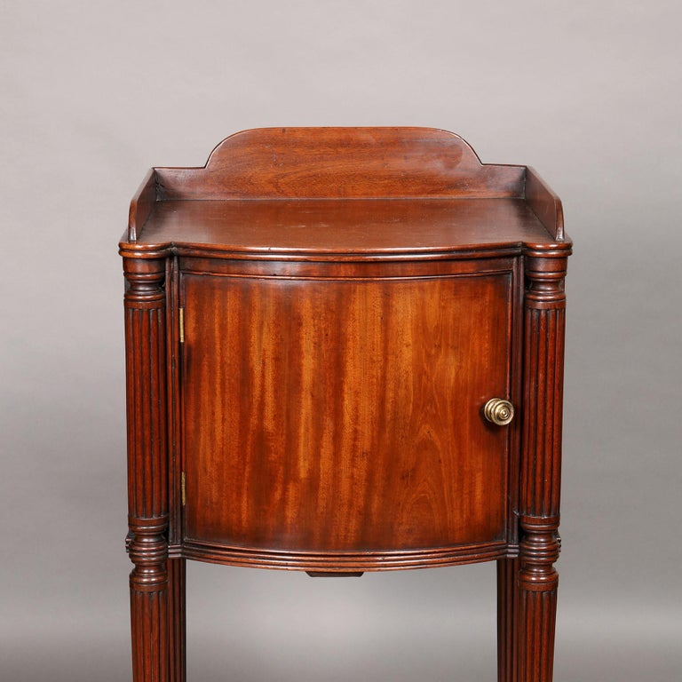 English Pair of George III Mahogany Bedside Cabinet Nightstands Manner of Gillows For Sale