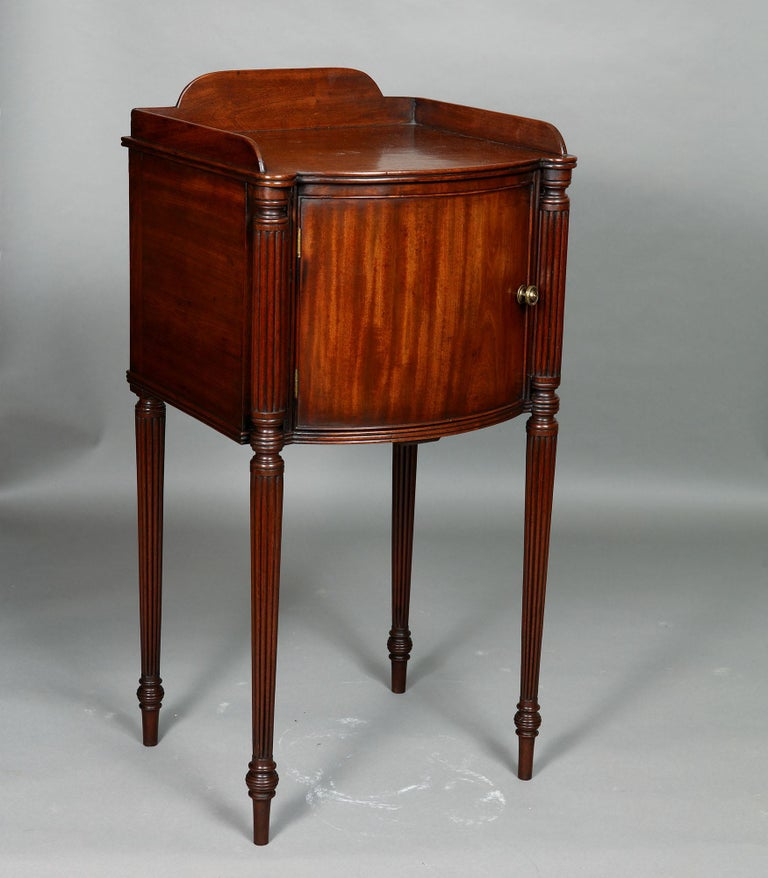 Pair of George III Mahogany Bedside Cabinet Nightstands Manner of Gillows In Good Condition For Sale In London, by appointment only