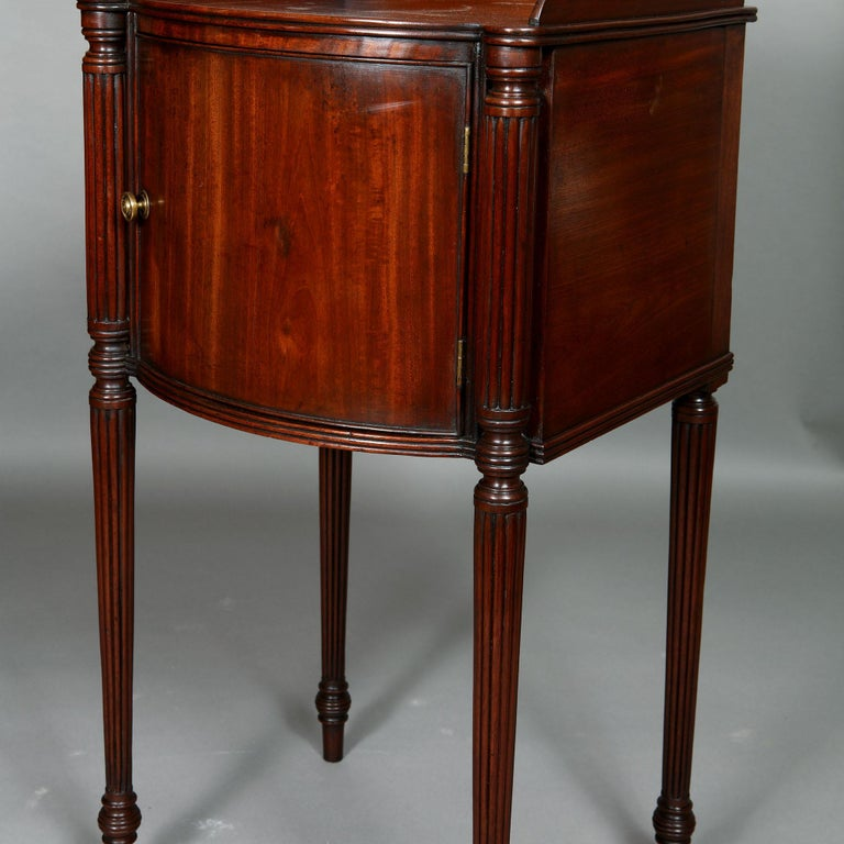 Pair of George III Mahogany Bedside Cabinet Nightstands Manner of Gillows For Sale 1