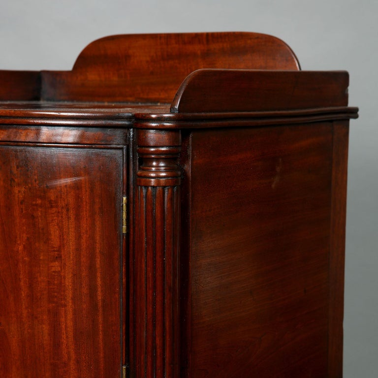 Pair of George III Mahogany Bedside Cabinet Nightstands Manner of Gillows For Sale 2