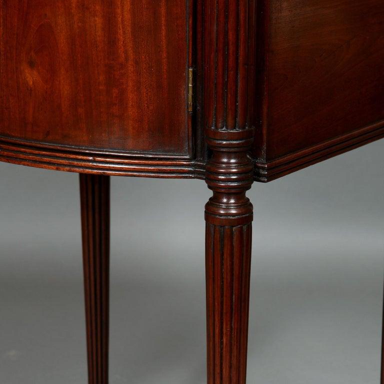Pair of George III Mahogany Bedside Cabinet Nightstands Manner of Gillows For Sale 3