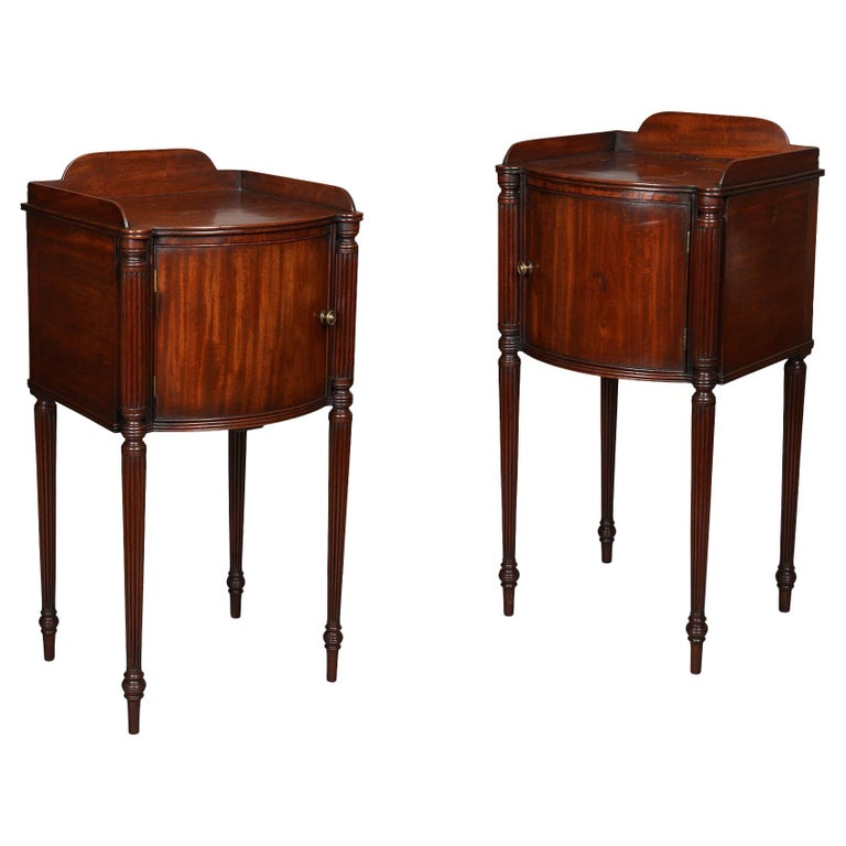 Pair of George III Mahogany Bedside Cabinet Nightstands Manner of Gillows For Sale