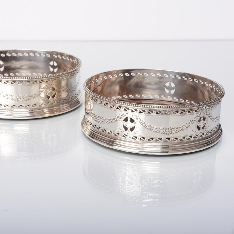 Pair of George III Silver Wine Coasters In Good Condition For Sale In London, GB