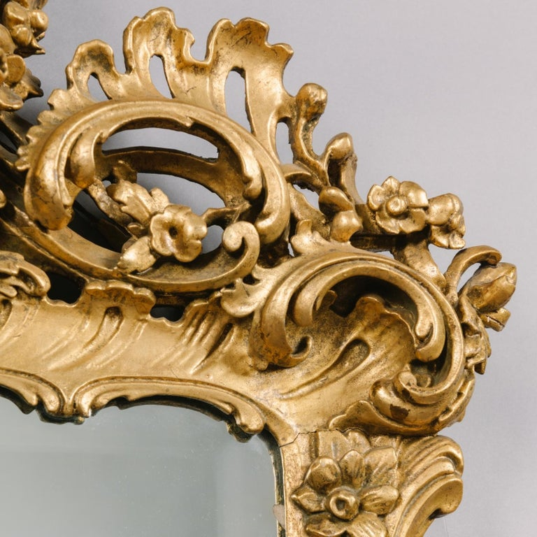 English Pair of George III Style Carved Giltwood Mirrors For Sale