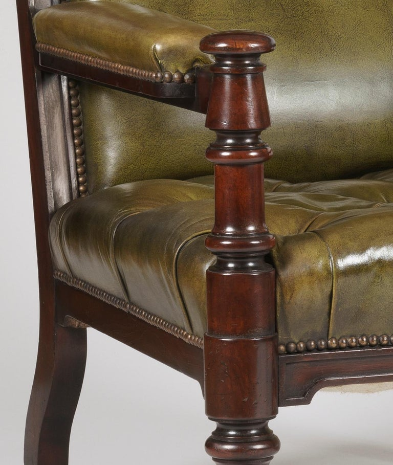 Pair of Georgian Mahogany and Green Leather Armchairs In Excellent Condition For Sale In London, GB